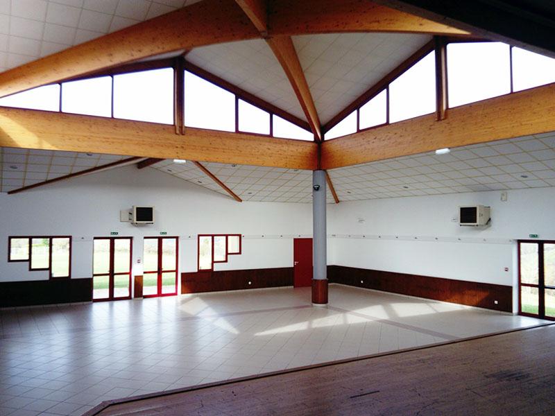 Salle des fêtes avec scène en Aquitaine